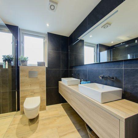 Badkamer van hout in Borne