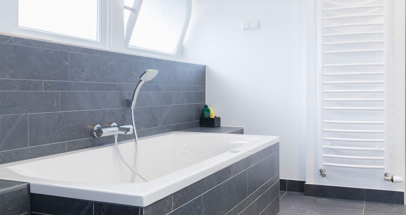 Badkamerspecialist voor elk type badkamer badmeesters for Badkamer specialist