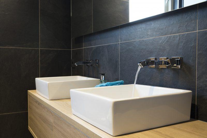 Badkamer Showroom Houten : Badkamer van hout in borne badmeesters