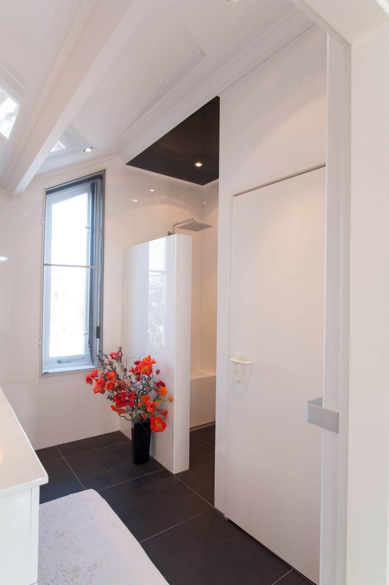 Witte badkamer - Badmeesters
